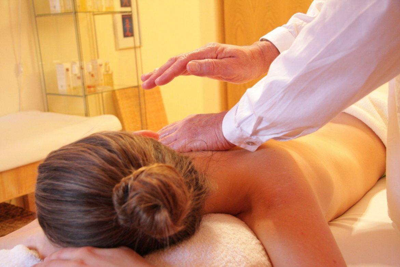 Massaggi decontratturanti a cosa servono e quali benefici apportano